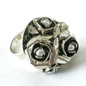 GUESS silver pearl floral ring